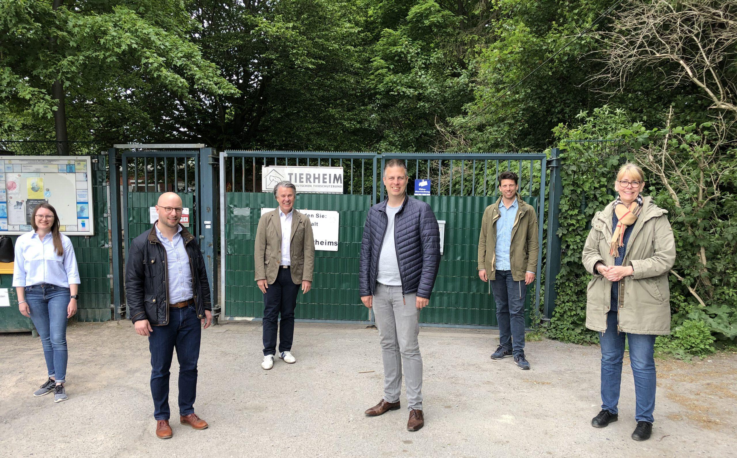SPD um Landratskandidat  Dennis Kocker zu Besuch beim Tierheim und Tierschutzverein in Ahlen