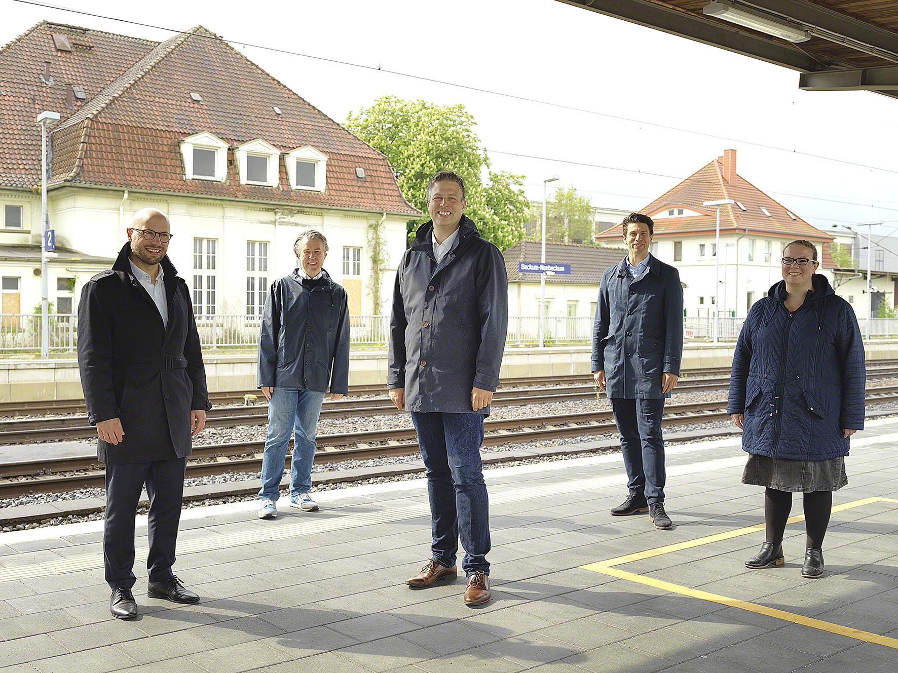 Kreis Warendorf: Landratskandidat Dennis Kocker setzt sich gemeinsam mit der SPD für eine Erweiterung der neu geplanten S-Bahnlinie ein.